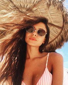 O que uma fashionista não deixa faltar no look praia: https://guiame.com.br/vida-estilo/moda-e-beleza/o-que-uma-fashionista-nao-deixa-faltar-no-look-praia.html