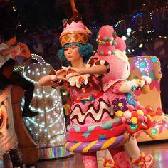 #小出里英子 さんの #お菓子の精 #ピューロフェアリーズ #miraclegiftparade #ミラクルギフトパレード #puroland #ピューロランド #ピューロランドダンサー #ピューロダンサー #sony #sonyalpha #sonya7 #sal35f18 #puro25th 撮影:2016.05.31 Theatre Costumes, Cool Costumes, Cosplay Costumes, Halloween Costumes, Costume Bonbon, Candy Crown, Candy People, Candy Dress, Halloween Parade