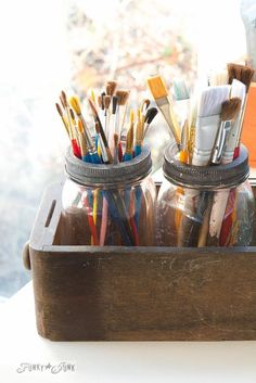 Mason jars in a drawer paint brush storage / Tips on designing an old sign themed paint studio on My Art Studio, Painting Studio, Studio Ideas, Diy Wood Box, Sewing Machine Drawers, Diy Rangement, Atelier D Art, Art Storage, Art Supplies Storage