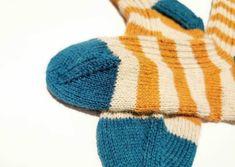 Tante er Fortsatt Gal! – GRATIS ANKELSOKKER - NORSK STRIKKEOPPSKRIFT Baby Knitting Patterns, Raiders, Knitted Hats, Opal, Winter Hats, Knit Hats, Knit Caps, Knitted Beanies, Opals