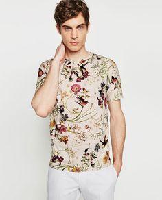Discover the new ZARA collection online. Floral Fashion, I Love Fashion, Mens Fashion, T Shirt Designs, Shirt Refashion, T Shirt Diy, Camisa Floral, T Shirt Custom, Versace Fashion