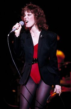 Back in the ' when MTV actually played music videos and wasn't flooded with heavily-scripted reality TV shows, Pat Benatar ruled the network. Pat Benatar, Female Rock Stars, Dolly Parton Pictures, Rock And Roll Fantasy, Top 10 Hits, Women Of Rock, Pop Rock, I Love Music, Female Singers