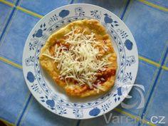 Rychlá večeře. Recept na langoše s česnekem, kečupem a sýrem.