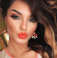 Looove the orange notes throughout her makeup! | ✨S. B. Pinterest: Slimbaby86✨