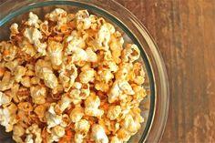 Buffalo Popcorn Recipe - Buffalo Popcorn is straight-up man bait. Do not leave unattended. Ingredients for Buffalo Popcorn: cups popped popcorn 3 TBSP buffalo wing sauce 2 TBSP butter salt to taste NOTES: cup popcorn kernels yields cups popped popcorn. Flavored Popcorn, Popcorn Recipes, Popcorn Kernels, Pop Popcorn, Vegan Appetizers, Appetizer Recipes, Snack Recipes, Vegan Recipes, I Love Food