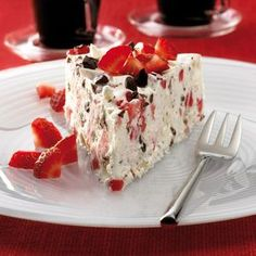 Strawberry Ice Cream Cake Recipes Weight watchers The post Strawberry Ice Cream Cake Recipe WW Germany appeared first on Dessert Factory. Weight Watchers Kuchen, Weight Watchers Desserts, Strawberry Ice Cream Cake, Strawberry Recipes, Cake Recipes, Dessert Recipes, Free Fruit, Food Cakes, Cakes And More