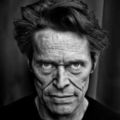 Cinema Fotos Willem Dafoe by Mark Abrahams. Famous Portraits, Celebrity Portraits, Low Key Portraits, Black And White Portraits, Black And White Photography, Fotografia Pb, Wow Photo, Carlos Castaneda, Willem Dafoe