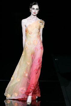 Valentino Haute Couture S/S 2005 Valentino Couture, Valentino Garavani, Erin O'connor, Ruffles, Cool Outfits, Feminine, Spring Summer, Glamour, Pure Products