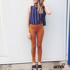 Listrando com calça hot e tamanco da @melissaoficial  #lojaamei #muitoamor #novidades #jeans #tamanco #melissa #marrom #cropped #listra
