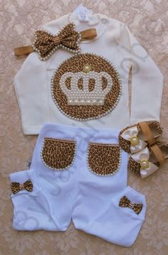 Kit Princesa de Oncinha Contém no Kit: 1 body, 1 faixa, 1 calça, 1 sapatinho Baby Girl Fashion, Kids Fashion, Baby Kind, Baby Boutique, Cute Baby Clothes, Baby Accessories, Baby Dress, Cute Babies, New Baby Products