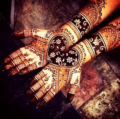 Can't get over the beauty of bridal Mehndi Designs for full hands? This full hand mehndi design with a mix of Indian and Arabic mehndi images is perfect for you! Get Amazing Collection of Full Hand Mehndi Design Ideas here. Simple and Easy Modern full. Dulhan Mehndi Designs, Mehendi, Latest Bridal Mehndi Designs, Mehndi Design Images, Latest Mehndi Designs, Henna Mehndi, Henna Art, Mehandi Designs, Easy Mehndi