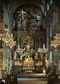 The high altar of the basilica ofOur Lady ofCzęstochowain Jasna Gora, Poland.