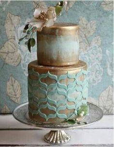 Gorgeous vintage cake with onlays