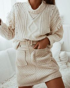 Awesome neutral outfit idea / knit sweater and high waist skirt . 30 Outfits, Simple Outfits, Fall Outfits, Casual Outfits, Fashion Outfits, Fashion Tips, Fashion Quiz, Fashion Group, 80s Fashion