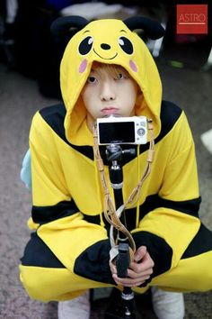 "*says to noona heart* ""Don't repin Sanha pics. No."" ....BUT...CUTE. #ASTRO"