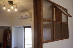 古くて新しくて、とびきり可愛い平屋。 - 物件ファン Flat, Mirror, Interior, House, Furniture, Home Decor, Bass, Decoration Home, Indoor