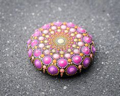 This little stone has been created with acrylic paint and protected with matt varnish. The size of the stone is about 5 cm in diameter and it will add a nice accent to any environment or can be a great present - it will be delivered in a beautiful packaging. Please contact me if you