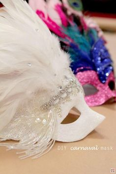 Whether you're in New Orleans or not, celebrate Mardi Gras by dressing up, eating beignets and making DIY Mardi Gras Masks! And if you're looking for an inspiration or two, you won̵… Diy Halloween Costumes For Women, Diy Costumes, Halloween Diy, Diy Carnaval, Decoration St Valentin, Mardi Gras Costumes, Masquerade Party, Masquerade Masks, Mascarade Mask
