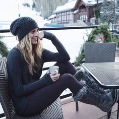 44 Stylish Snow Outfit Ideas to Copy Right Now Fashion Mode, Look Fashion, Teen Fashion, Womens Fashion, Fashion Trends, Ski Fashion, Sporty Fashion, Fashion Online, Latest Fashion