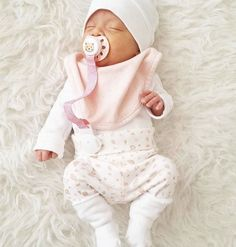 Cute Little Baby, Baby Kind, Cute Baby Girl, Baby Love, Cute Babies, Silikon Baby, Cute Baby Pictures, Cute Baby Clothes, Newborn Winter Clothes