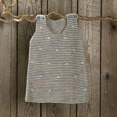 Spirrevip kjole by Annette Danielsen from the book Strik til småfolk. 3-15 months