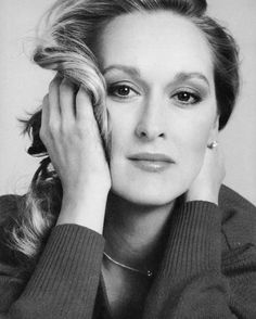 Meryl Streep - Mary Louise Streep - 1949 - Actrice Américaine - Out of Africa. Meryl Streep, Katharine Hepburn, Pretty People, Beautiful People, Scarlett, We Are The World, Look Vintage, Jolie Photo, Best Actress