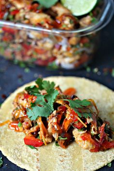 These grilled chicken fajita foil packs are super quick and easy to make plus cleanup is a snap. Make extra foil packs and your weekly meal prep is done! Barbecue Recipes, Grilling Recipes, Beef Recipes, Chicken Recipes, Easy Recipes, Mexican Food Recipes, Dinner Recipes, Dinner Ideas, Mexican Dishes