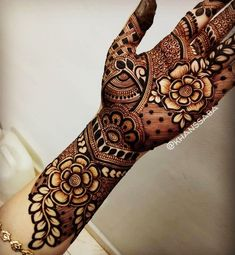 Explore latest Mehndi Designs images in 2019 on Happy Shappy. Mehendi design is also known as the heena design or henna patterns worldwide. We are here with the best mehndi designs images from worldwide. Henna Hand Designs, Rose Mehndi Designs, Modern Mehndi Designs, Wedding Mehndi Designs, Latest Mehndi Designs, Mehandi Designs Arabic, Tatto Designs, Modern Henna, Rangoli Designs