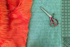 Market Bag Free Crochet Pattern #freecrochetpatterns #crochetbag #crochetbagpattern Sewing Hacks, Sewing Projects, Sewing Tips, Sewing Tutorials, Sewing Patterns, Craft Fur, Fur Blanket, Fake Fur, Sewing Class