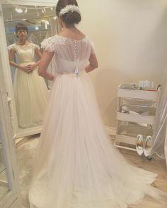 やっとこメゾンスズさんのドレスに袖を通す事ができましたどれもこれも可愛いすぎてドキドキでした加藤さんにもやっとお会いできて可愛くて癒されました #maisonsuzu  #プレ花嫁 #結婚準備 #結婚式 #wedding #ウエディングドレス #weddingdress by r.a.chiruko.wedding