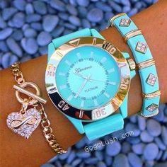 Reloj turquesa uploaded by Sony Domm on We Heart It Cute Jewelry, Jewelry Accessories, Fashion Accessories, Fashion Jewelry, Turquoise Accessories, Tiffany Watches, Pierre Turquoise, Accesorios Casual, Stylish Watches
