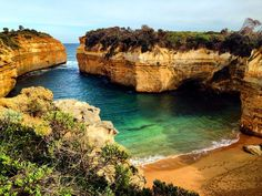 THE LOCH ARD GORGE  Great Ocean Road - VIC Australia . Natural Wonders of The Great Ocean Road. Victoria Australia. . Belezas Naturais da Great Ocean Road. Victoria Austrália. . #australia #australesius2016 #australiatravel #aussietrip #oz #greatoceanroad #victoria #vic #victoriaaustralia #lochardgorgebeach #worldtravelpro #igersaustralia #princeton #mochileiros #mochileirosgrupofechado #brnomads #brazilnomads #australianomads #portcampbell  #visitaustralia #worldnomads…