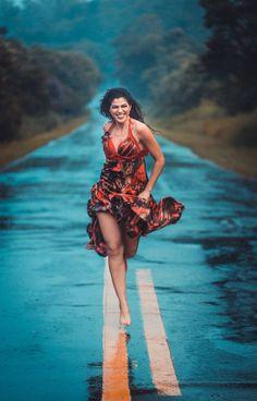 """Turgut Uyar """"...sonra cumartesi günleri gelir. sonra gökyüzü gelir hemen kurtulurum. bir yağmur yağsa da, beraber ıslansak..."""" Rain Photography, Photography Women, Creative Photography, Amazing Photography, Portrait Photography, Photography Composition, Aerial Photography, Poses Photo, Walking In The Rain"""