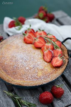 Vanilletarte vom Grill mit Erdbeeren Food Blogs, Enjoy It, International Recipes, Creative Food, Camembert Cheese, Cantaloupe, Sweets, Baking, Fruit