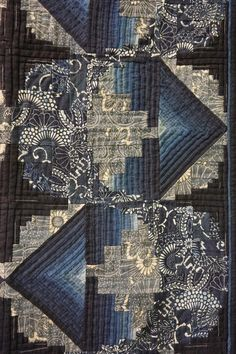 Indigo off-center log cabin quilt.  2015 Tokyo International Quilt Festival.  Photo by Koala's place.