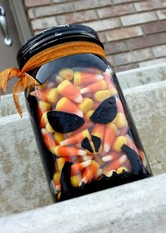 Halloween Mason Jar Crafts / Miss Information Blog/ #halloween #decorations #masonjars #crafts