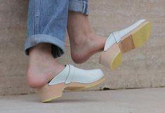 Wooden Clogs, Clogs Shoes, Sexy Heels, Girls In Love, Kitten Heels, Peep Toe, Pairs, How To Wear, Platform
