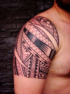 Shoulder Tattoo of Maori Polynesian style tattooed on a around-forty years old's man #samoan #tattoo