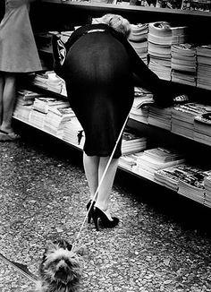 (Image by Elliott Erwitt) Documentary Photographers, Famous Photographers, Ansel Adams, Black White Photos, Black And White Photography, Old Photos, Vintage Photos, Elliott Erwitt Photography, Che Guevara