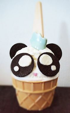 28 panda cupcakes, biscuits and cakes to party with! - Food and drink - icecream Köstliche Desserts, Delicious Desserts, Dessert Recipes, Yummy Food, Panda Cupcakes, Banana Split, Bolo Original, Bolo Panda, Kawaii Dessert