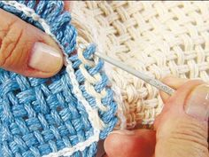 Passo a passo tear quadrado/ step by step square loom nail Easy Crochet Projects, Loom Knitting Patterns, Braids With Weave, Tips & Tricks, Square Patterns, Loom Weaving, How To Dye Fabric, Handmade Crafts, Knit Crochet