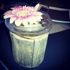 #floweronthetable