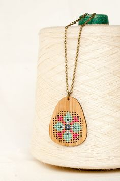 DIY Cross Stitch Necklace Bamboo Pendant por RedGateStitchery