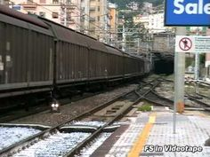 In queste immagini la E.655 044 è interessata al notevole movimento nella stazione di Salerno