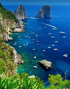 Isle of Capri, Italia. Oh my God, this place is just breathtaking. Places Around The World, The Places Youll Go, Places To See, Around The Worlds, Places In Italy, Dream Vacations, Vacation Spots, Photos Voyages, Amalfi Coast
