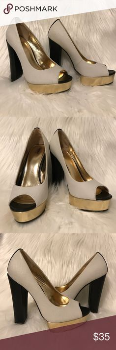 """MOSSIMO White/gold/black peep toe pumps Sassy and sexy !! Mossimo faux leather peep toe pumps. They feature a textured snakeskin white base with a shiny gold platform and a black matte faux leather heel. These were worn once. Used for a fashion show. In excellent condition. The heel is 5"""" inches with a 1"""" inch front platform. Mossimo Shoes Heels"""