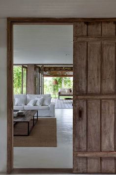 Holiday home in Trancoso Brazil by Vida de Vila architects - picture by Marco Antonio Style At Home, Casa Magnolia, Interior Architecture, Interior And Exterior, Home Design, Interior Design, Design Interiors, Asian Home Decor, Home Fashion