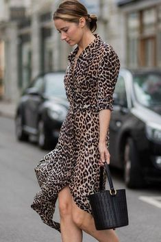 Life Hacks : 7 Ways to Wear Leopard in Real Life and Look Damn Trendy Leopard Print Outfits, Animal Print Outfits, Leopard Dress, Look Fashion, Fashion Outfits, Womens Fashion, Fashion Design, Fashion Tips, Cheap Fashion