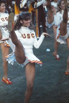 25 Of The Most Embarrassing USC Song Girl Cheerleader Photos Ever Taken! College Cheerleading, Cheerleading Pictures, Football Cheerleaders, Cheer Pictures, Cheerleader Girls, Cheerleader Images, Nfl Football, American Football, College Football