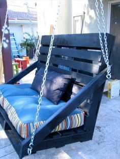 Amazing 9 DIY Pallet Porch Swing Ideas You can hang a pallet porch swing from the ceiling and enjoy a quiet morning coffee. Dangle a pallet swing bench from a sturdy tree in the yard so the kids can. Diy Outdoor Furniture, Diy Pallet Furniture, Diy Pallet Projects, Garden Furniture, Furniture Design, Outdoor Decor, Furniture Ideas, Porch Swing Pallet, Diy Swing